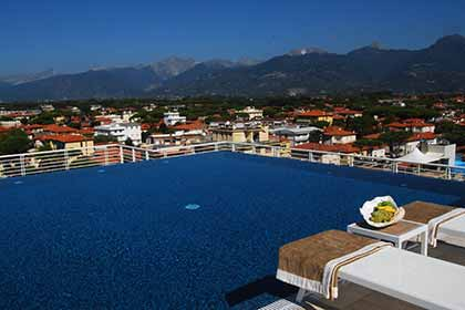 2 swimming pool with whirlpool in Lido di Camaiore