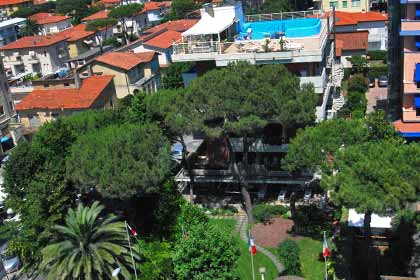 Villa with swimming pool and garden in Versilia