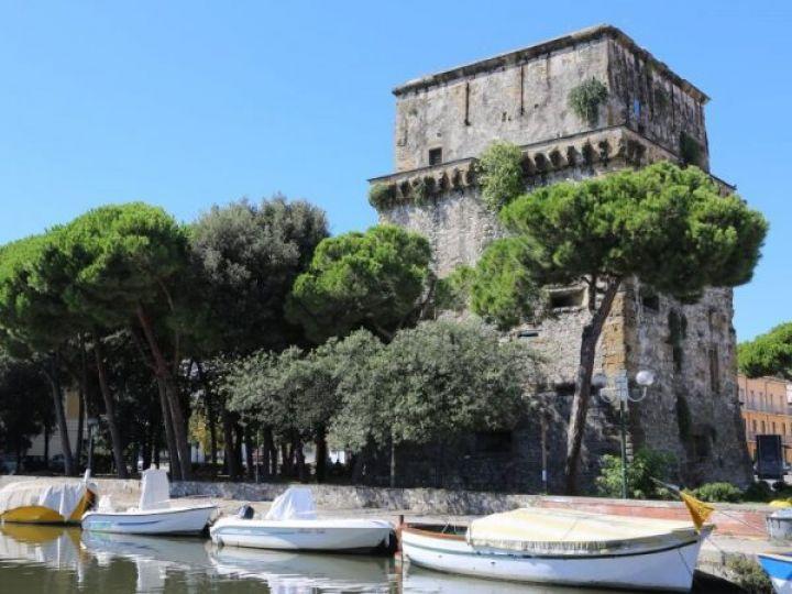 Foto consigli di viaggio per: La Torre Matilde, edificio storico di Viareggio