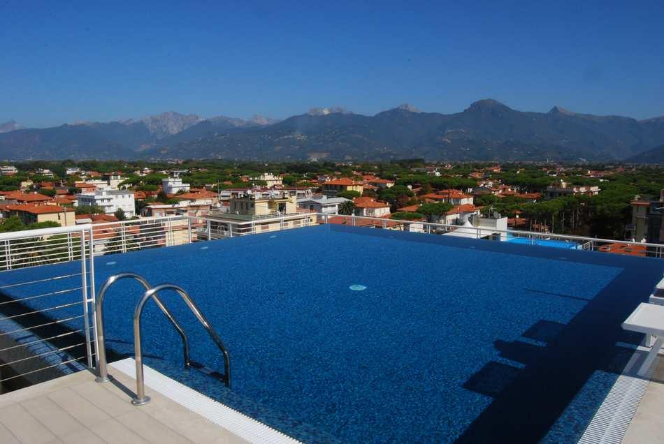 Le piscine hotel bracciotti a lido di camaiore - Immagini di piscina ...